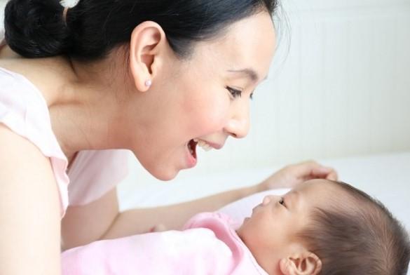 perkembangan bayi pada usia satu bulan